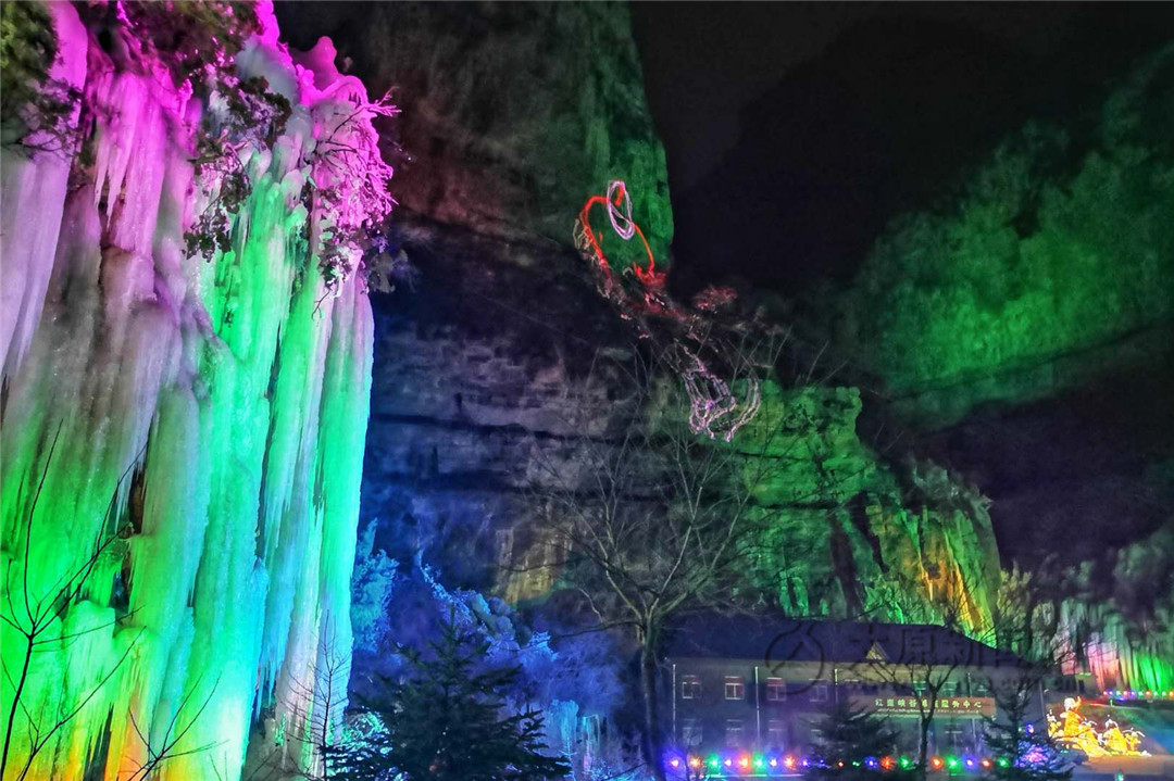 红崖峡谷冰雪激光秀梦境启幕 一场峡谷里的视觉盛宴