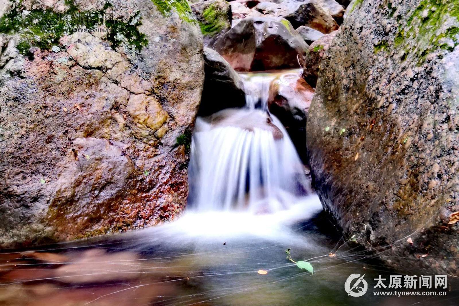 灵石红崖峡谷:太岳之巅观云海 幽静深谷听青溪